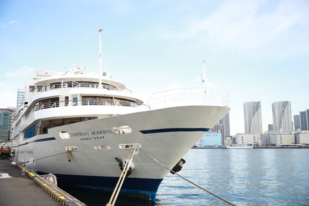 The cruiser, Symphony Moderna, on which the 'Black Butler Cruising Party ~That Butler, Sailing~ party was held.