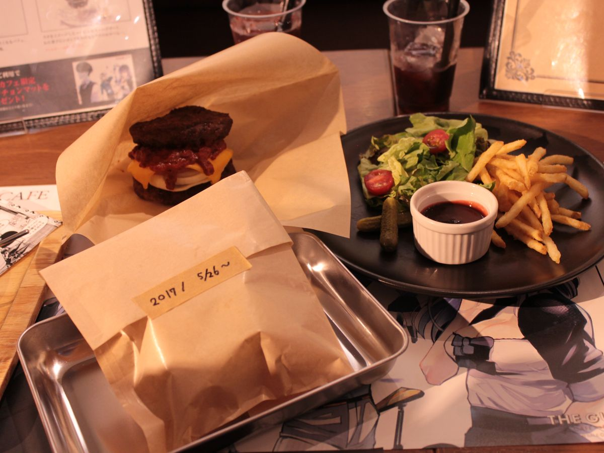 Can you really eat this...? Burger! | The Guest cafe&diner at Ikebukuro Parco collaboration café with the popular anime and manga series Tokyo Ghoul.