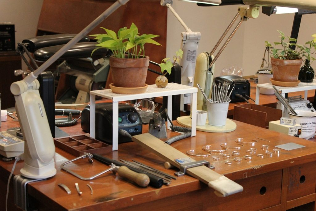 Jewelry from U-TREASURE: Workstation