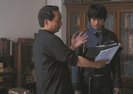 Fullmetal Alchemist picture from behind the scenes. From the left: Director Fumihiko Sori, Dean Fujioka.