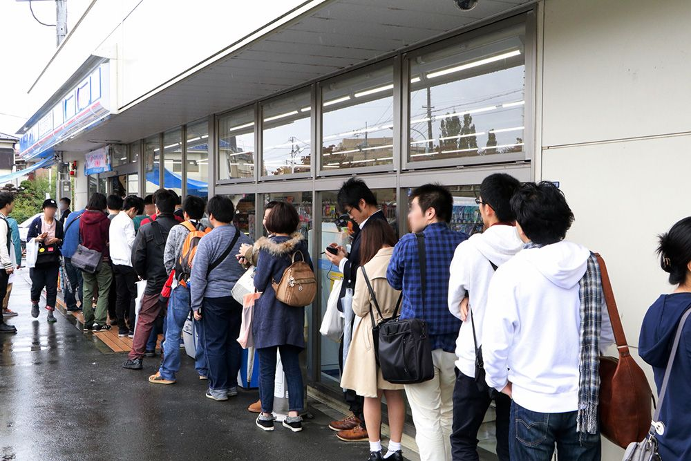 Queue at the Recovery of an MMO Junkie anime event