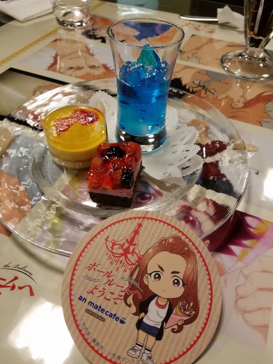 The dessert plate with a Chi-chan coaster! | Welcome to the Ballroom Cafe