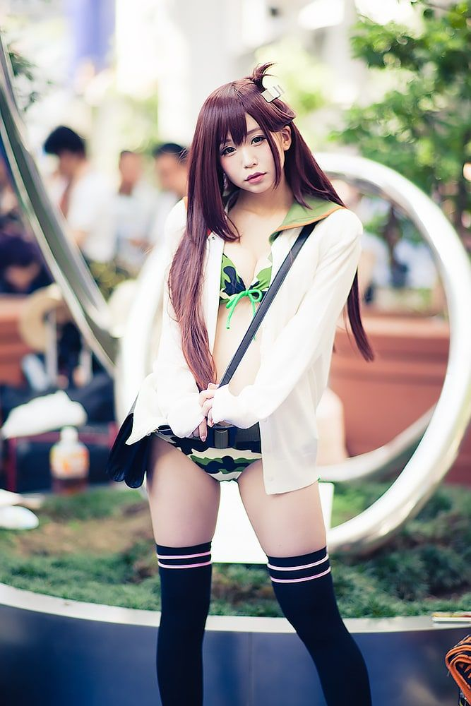 Cosplays With Knee-high Socks