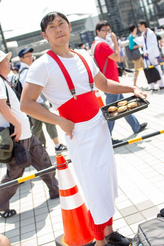 Tanny (@hiropokomaru) as the Baker from Kiki's Delivery Service | Comiket 94: Unique Cosplays from Day 2