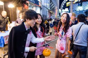 Halloween in Shibuya 2016 (photo by Dick Thomas Johnson - licensed under the terms of the cc-by-2.0.)