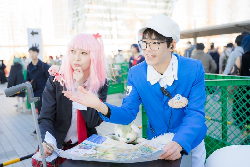 Tokyo Disney Sea Custodial Cast and Amu Hinamori (Shugo Chara!) asking for the way | Cosplay Gallery from Comiket 95 | MANGA.TOKYO